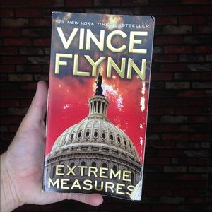 3/$20🌵Extreme Measures by Vince Flynn Book